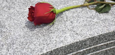 rose_grave